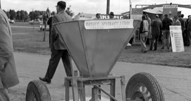 1965_P_Parish_3_Point_Linkage_Manure_Spreader